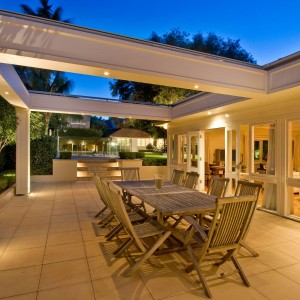Carpenter builds amazing retractable Pergola Northbridge