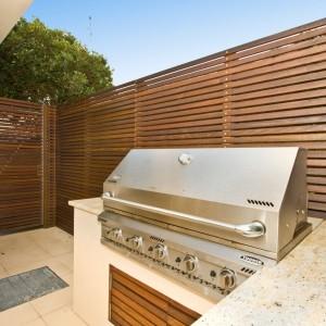 Carpenter builds amazing retractable Pergola Northbridge